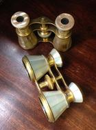 Mother-of-pearl opera glasses. English.