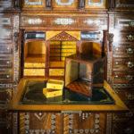 An important Orientalist exhibition cabinet